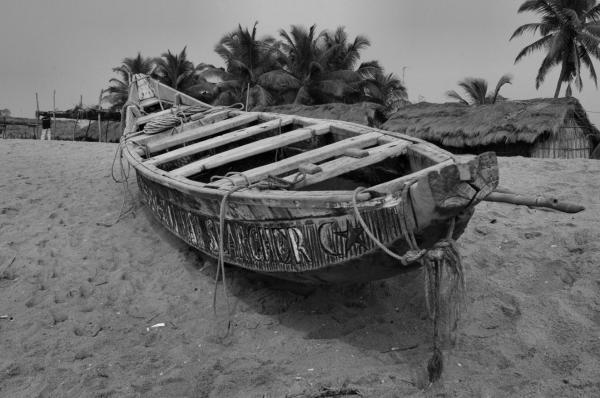Barque sur la plage de Grand Popo au Bénin
